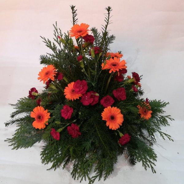TG 18 kleines Trauergesteck  orange-rot Bild 1