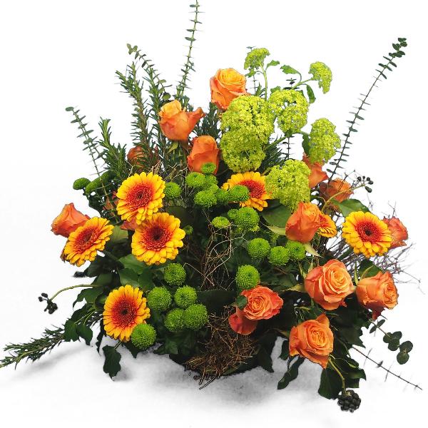Trauergesteck in orange-grüner Blumenkombination Bild 1