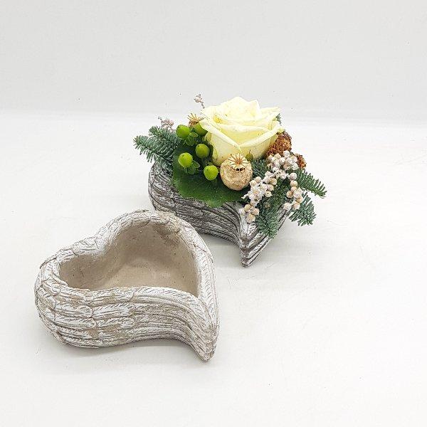 Steinherz mit Frischblumen Bild 1