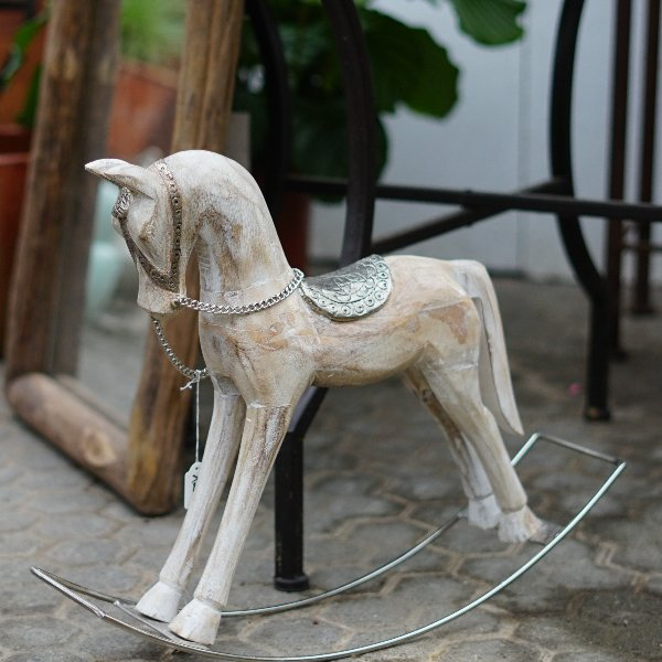 filigranes Holzpferdchen Bild 1