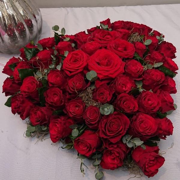 Trauergesteck Herzform - Rot Bild 2