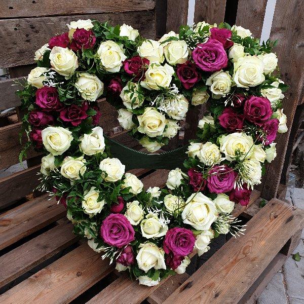 Trauerherz in weiß/pink(Unterlage 60cm) Bild 1