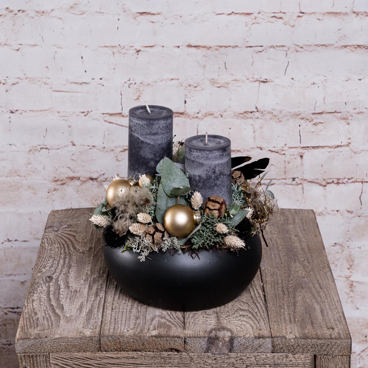 Weihnachtliches Gesteck in Schwarz-Gold Bild 1
