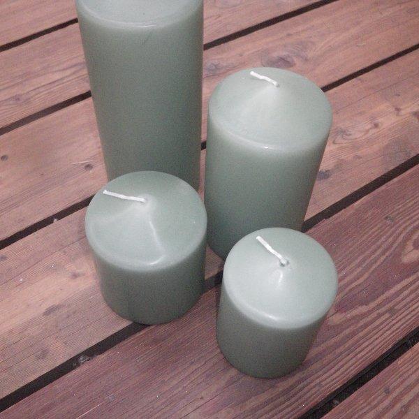 Kerzen in staubgrün in unterschiedlichen Größen Bild 1