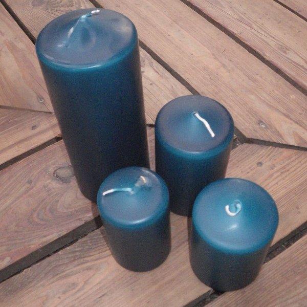 Kerzen in dunkel-cyan in unterschiedlichen Größen Bild 1