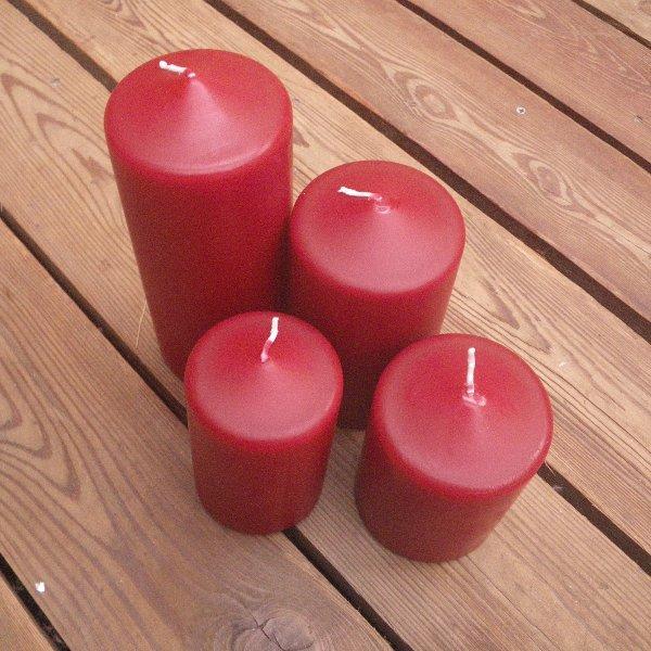Kerzen in burgund in unterschiedlichen Größen Bild 1