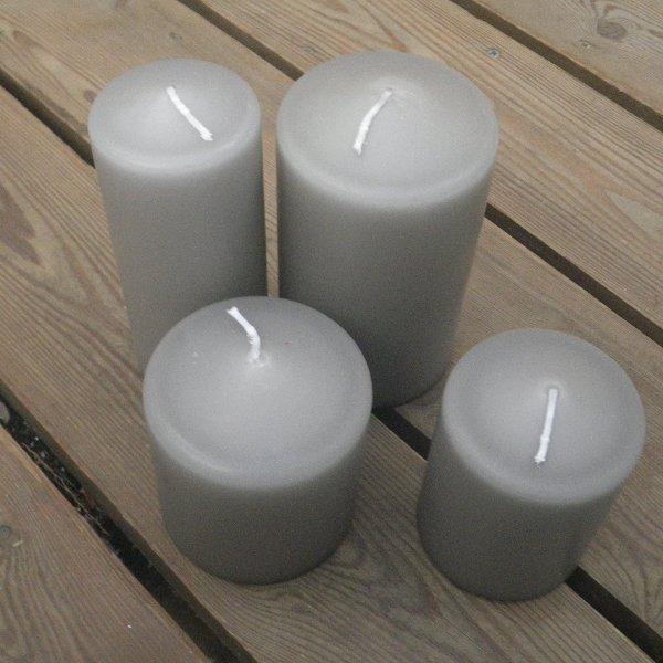 Kerzen in hellgrau in unterschiedlichen Größen Bild 1