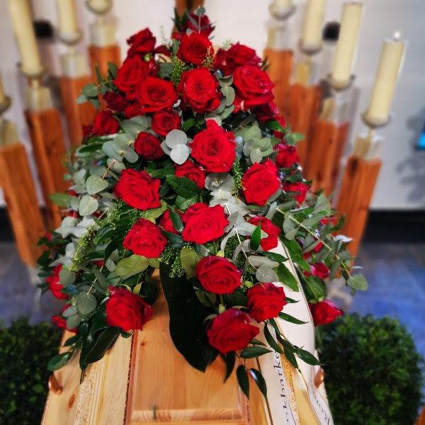 Sarggesteck klassisch groß Rosen only Bild 1