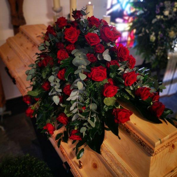 Sarggesteck klassisch groß Rosen only Bild 2