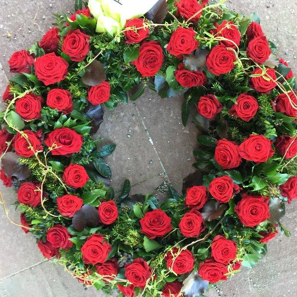 Trauerkranz rundgesteckt rote Rosen Bild 1