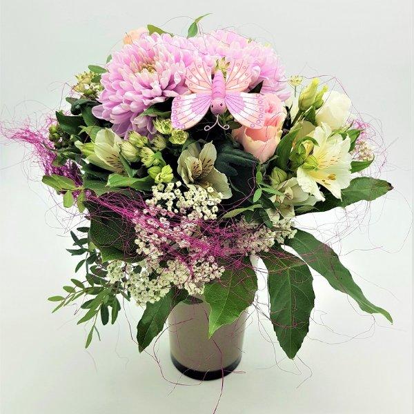 Blumenstrauß in rosa mit Schmetterling Bild 1