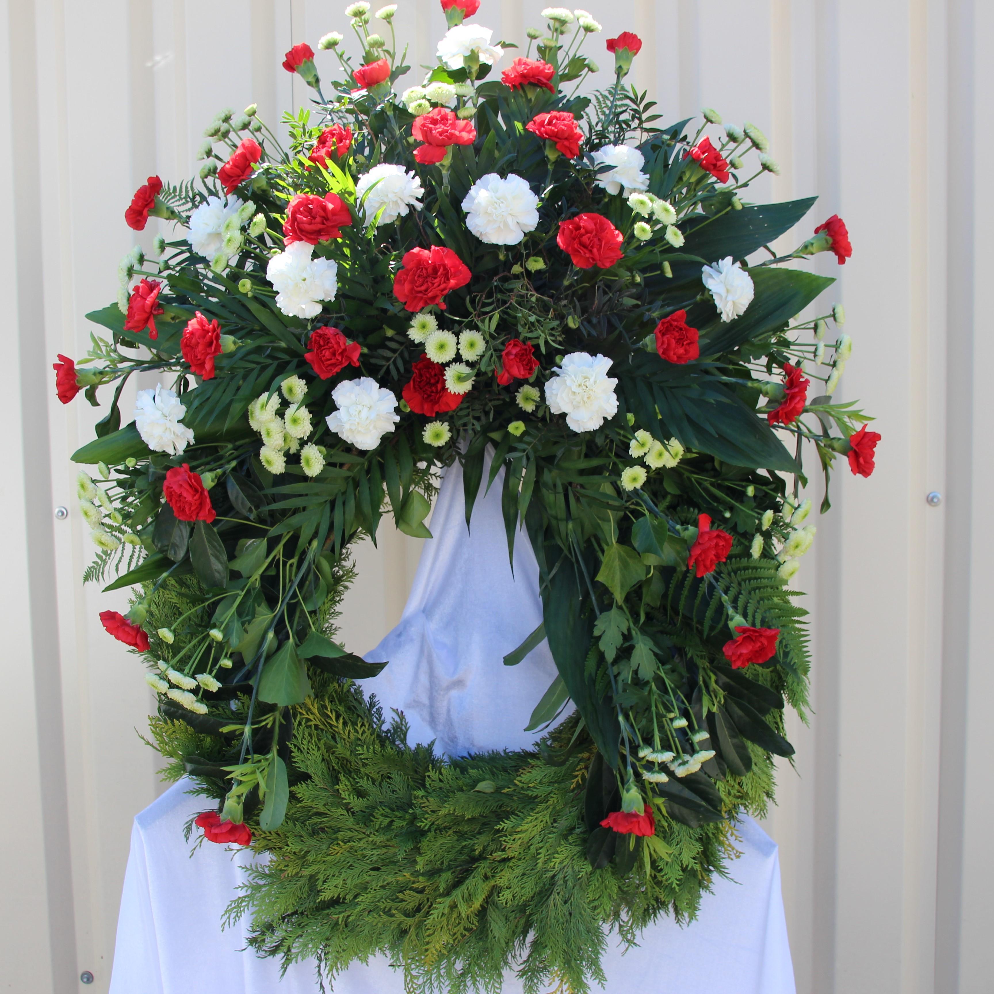 Trauerkranz rote und weiße Nelken und Sentini Bild 1