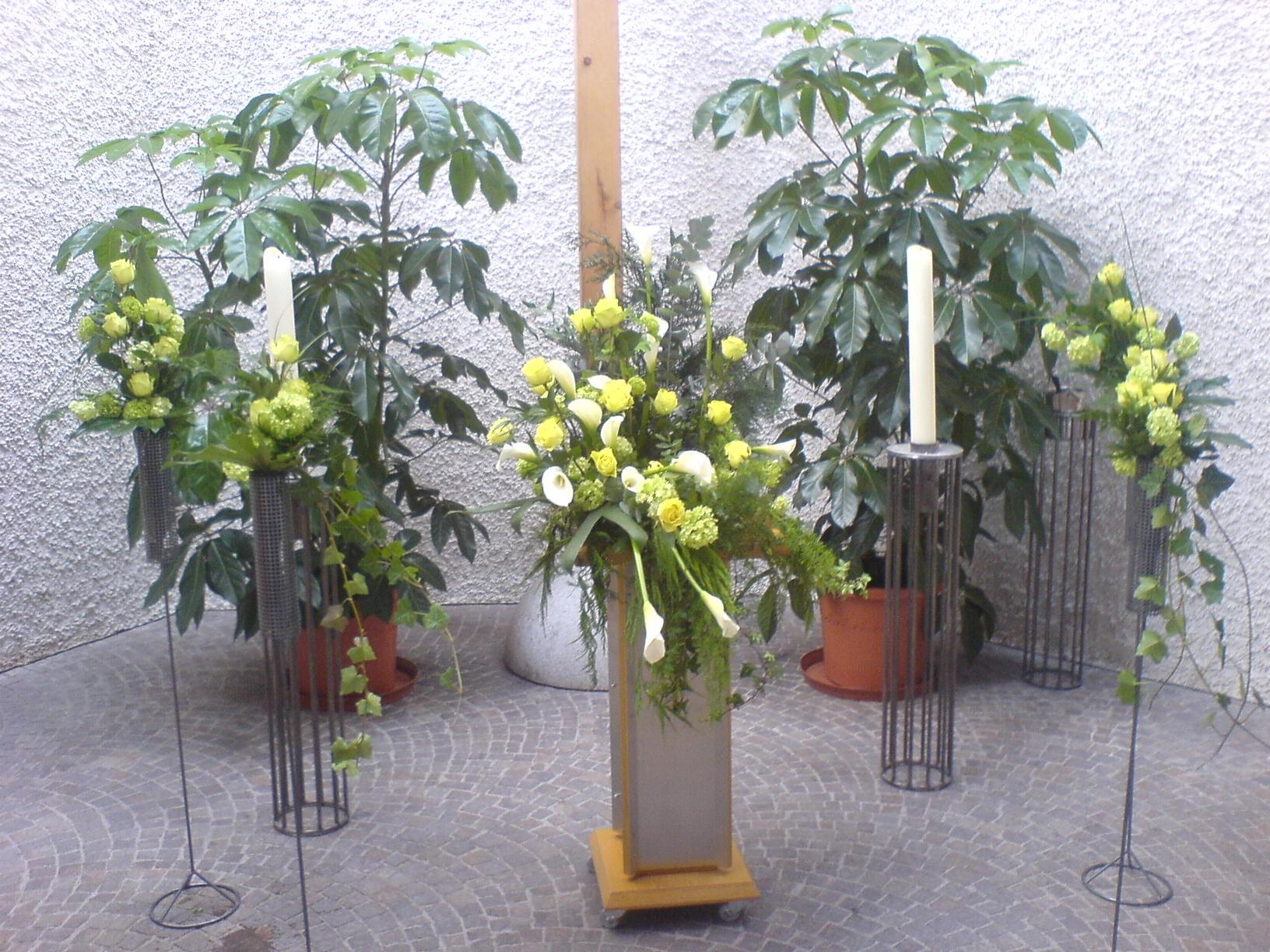 Urnenkranz, gelb, grün, weiß, mit Calla Bild 1