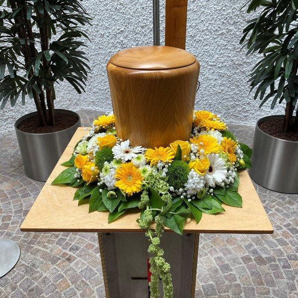 Urnenkranz mit Gerbera Bild 1