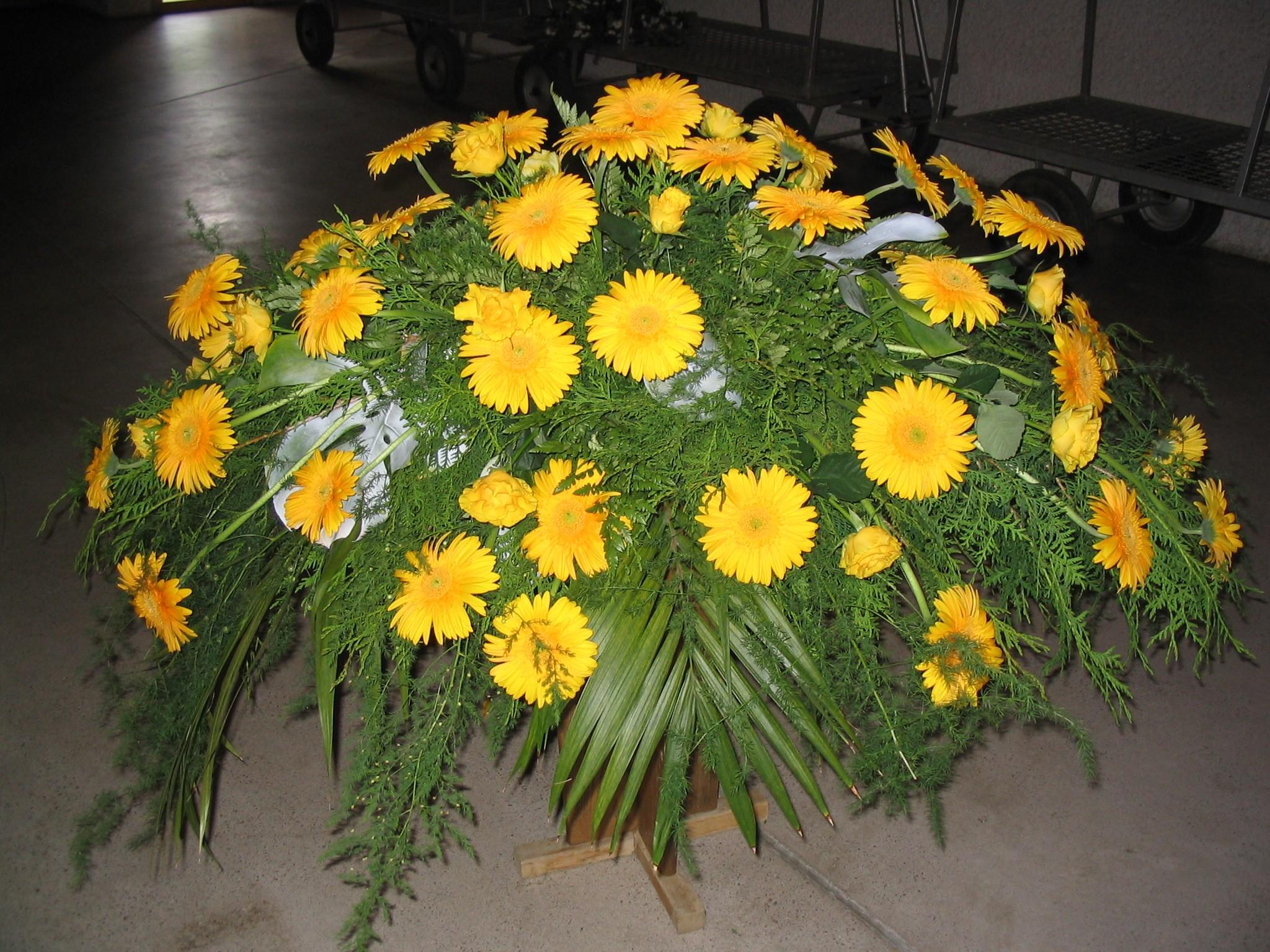 Sargbukett in gelb Bild 1