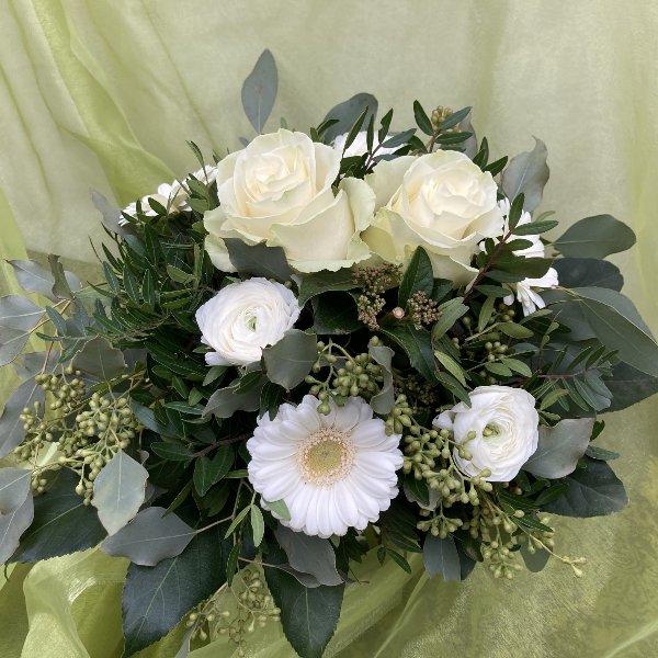 Blumenstrauß in weiß Bild 1