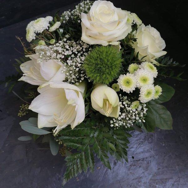 Blumenstrauß in weiß, mit Blumen der Saison Bild 1