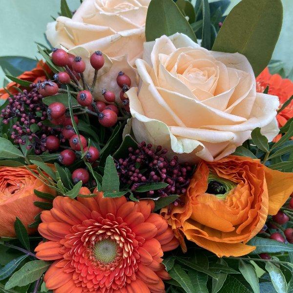 Blumenstrauß in orange Bild 2