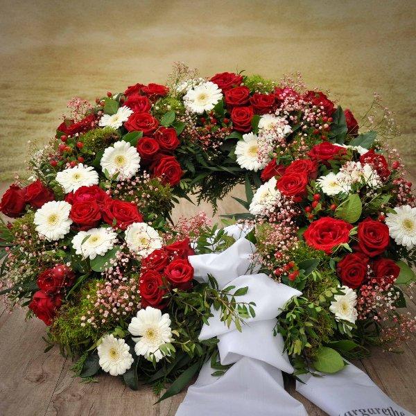 Mooskranz mit Rosen und Gerbera Bild 1