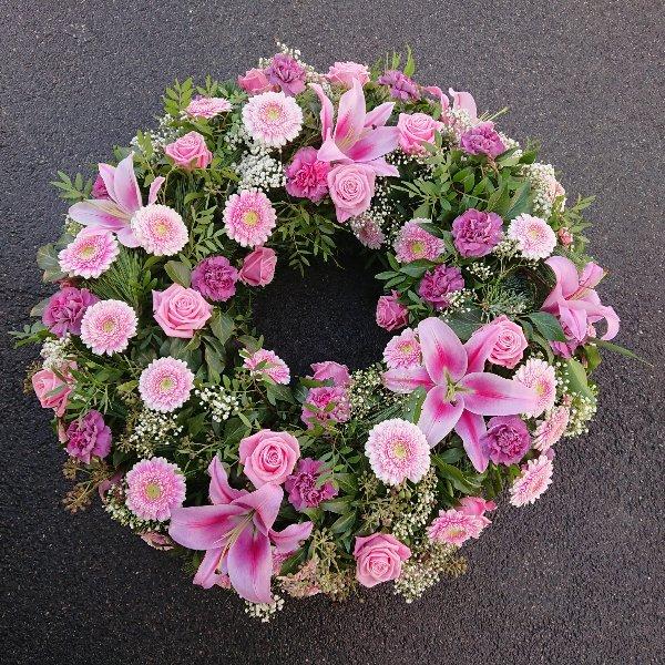 Trauerkranz mit Rosen und Lilien Bild 1