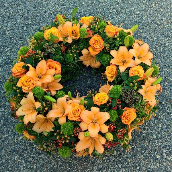 Trauerkranz mit Rosen und Lilien Bild 3