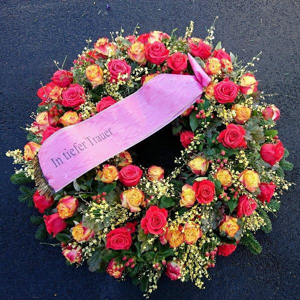 Trauerkranz mit gemischten Rosen Bild 2