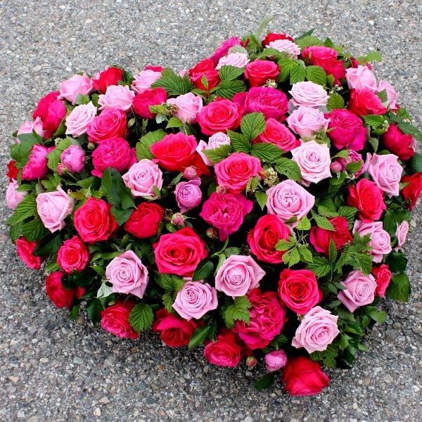Herz-Bukett mit gemischten Rosen Bild 2
