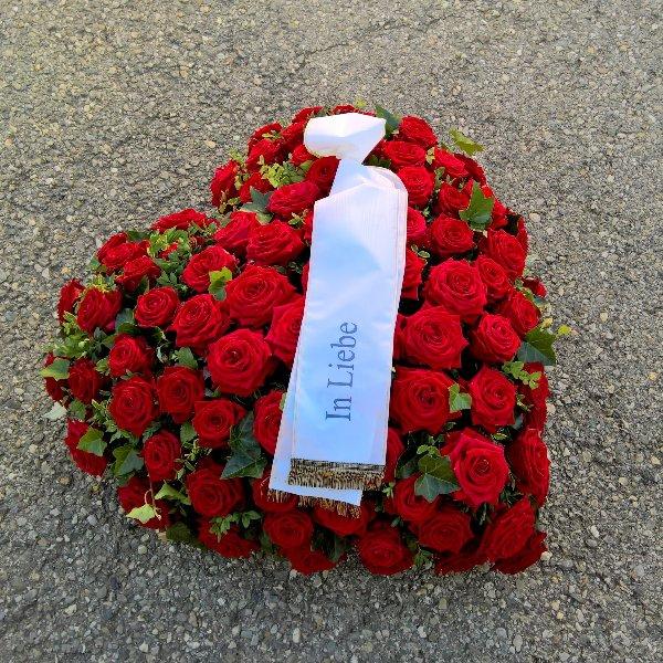 Herz-Bukett mit roten Rosen Bild 1