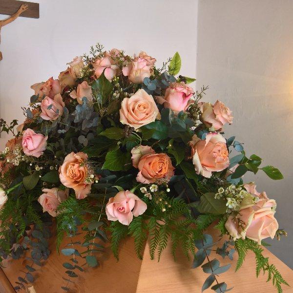 Sarg-Bukett mit gemischten Rosen Bild 2