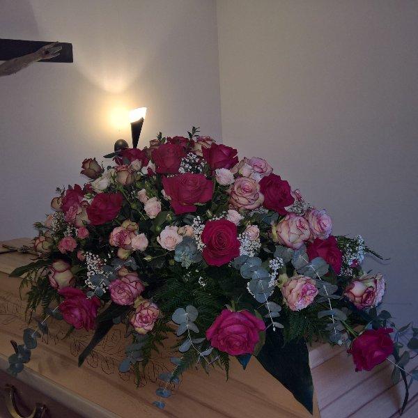 Sarg-Bukett mit gemischten Rosen Bild 3