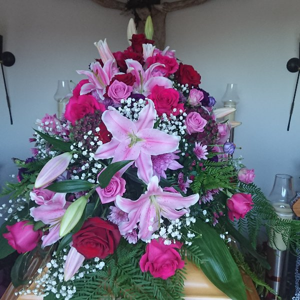 Sarg-Bukett mit Rosen und Lilien Bild 2