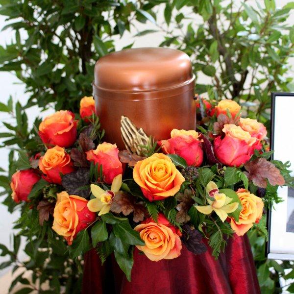 Urnenkranz mit Rosen Bild 1