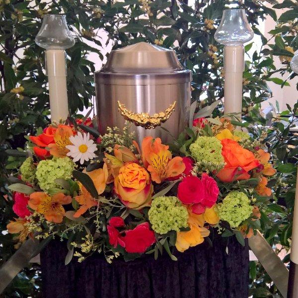 Urnenkranz mit Blumen der Saison Bild 1