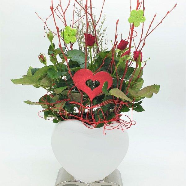 Herzförmige Vase mit Rosen Bild 1