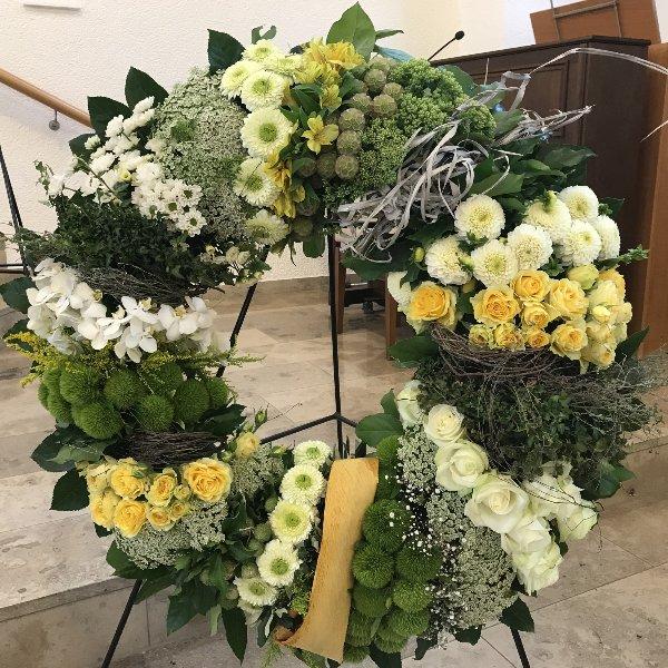 Blütenkranz weiß/gelb Bild 1