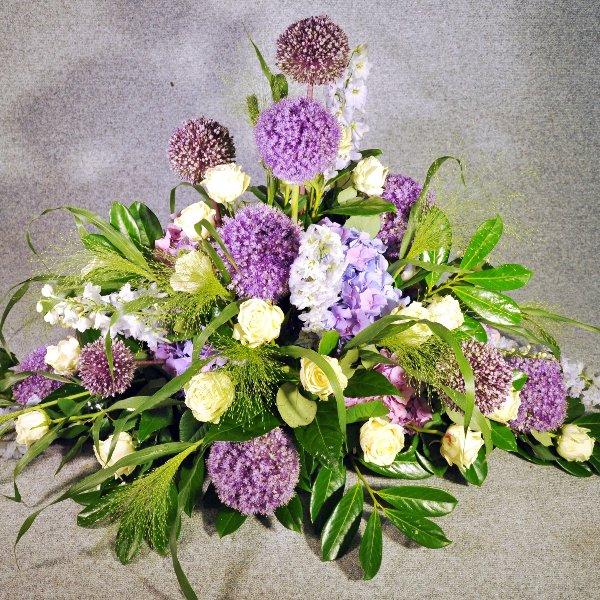 Trauergesteck mit Allium Bild 1