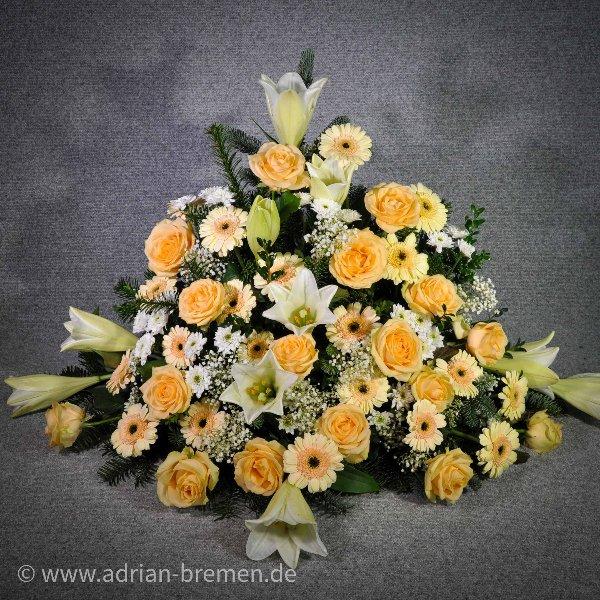 Trauergesteck mit Lilien und Rosen Bild 1