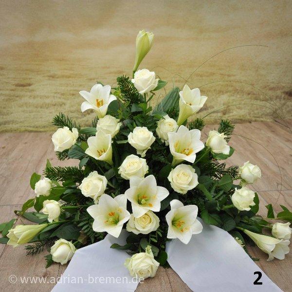 Trauergesteck mit Lilien und Rosen Bild 2