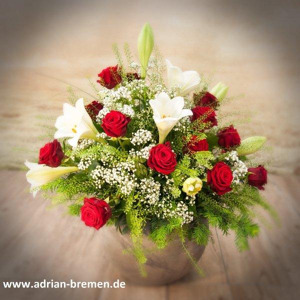 Schalengesteck mit Lilien und Rosen Bild 1