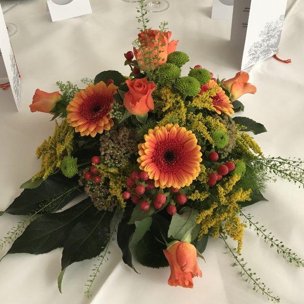 Tischgesteck orange Bild 1