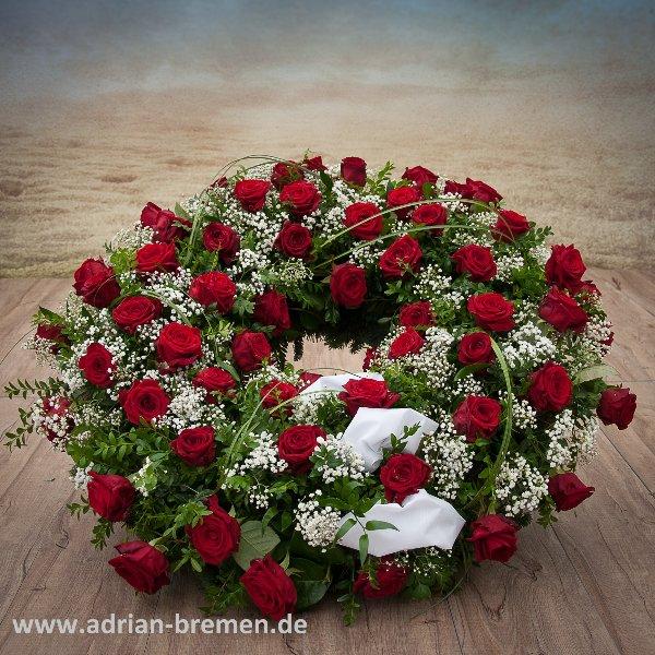 Trauerkranz, rote Rosen, rund gesteckt Bild 1