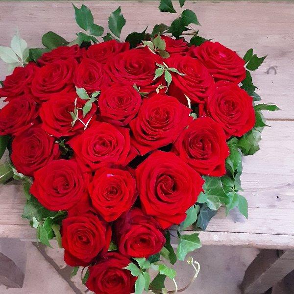 Herzförmiges Trauergesteck Rosen Bild 2