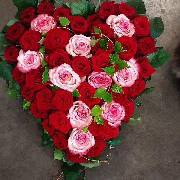 Herzförmiges Trauergesteck Rosen Bild 3