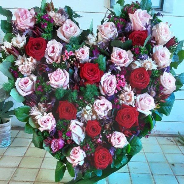 Herzförmiges Trauergesteck Rosen Bild 4