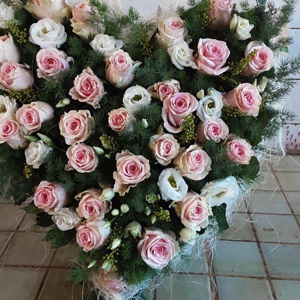 Herzförmiges Trauergesteck Rosen Bild 5