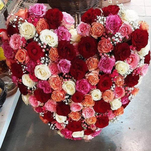 Herzförmiges Trauergesteck Rosen Bild 6