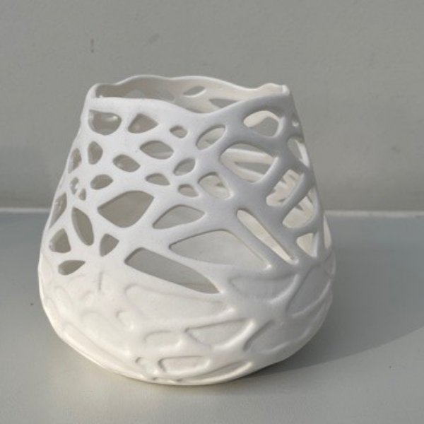 Vase aus Knochenporzellan Bild 1