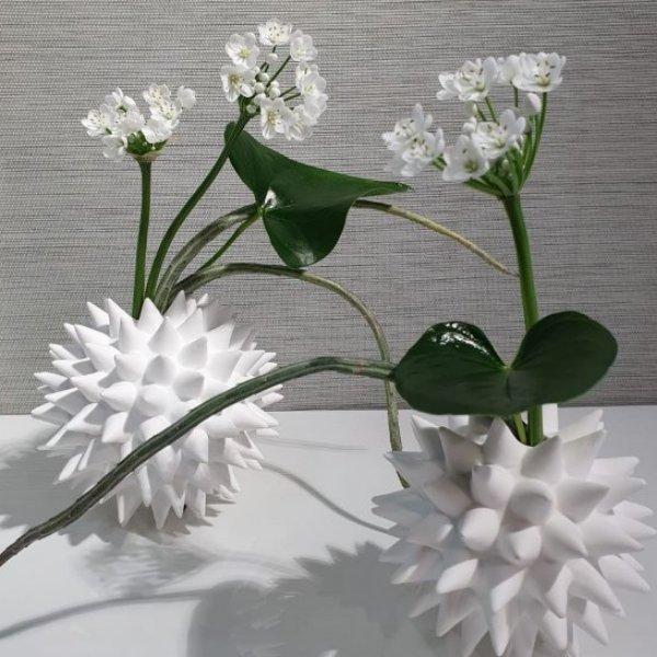 Vase aus Knochenporzellan mit Inhalt Bild 1