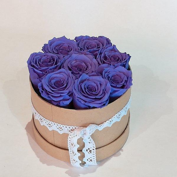B 3    Rosenbox mit 6-7 lila gefriergetrockneten Rosen ,  ca 14 cm Durchmesser Bild 1