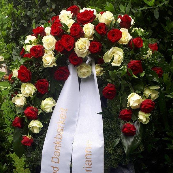 Kranz Kopfgarnierung Rosen rot-weiß Bild 1